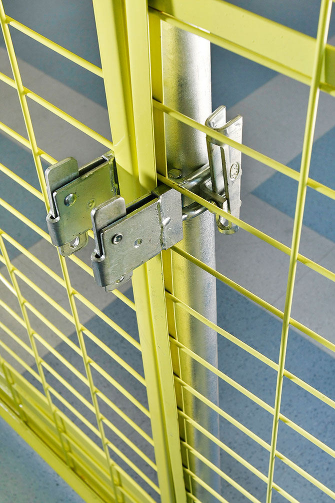 barrier_bracket_wedge_coupler_double_safetyrespect_3