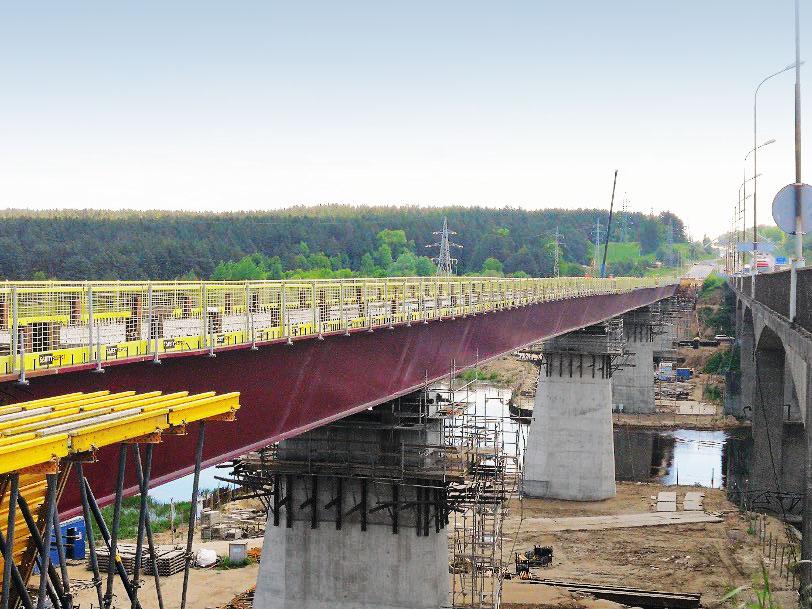 Fallskydd på motorvagsbro över floden_Neries i Litauen